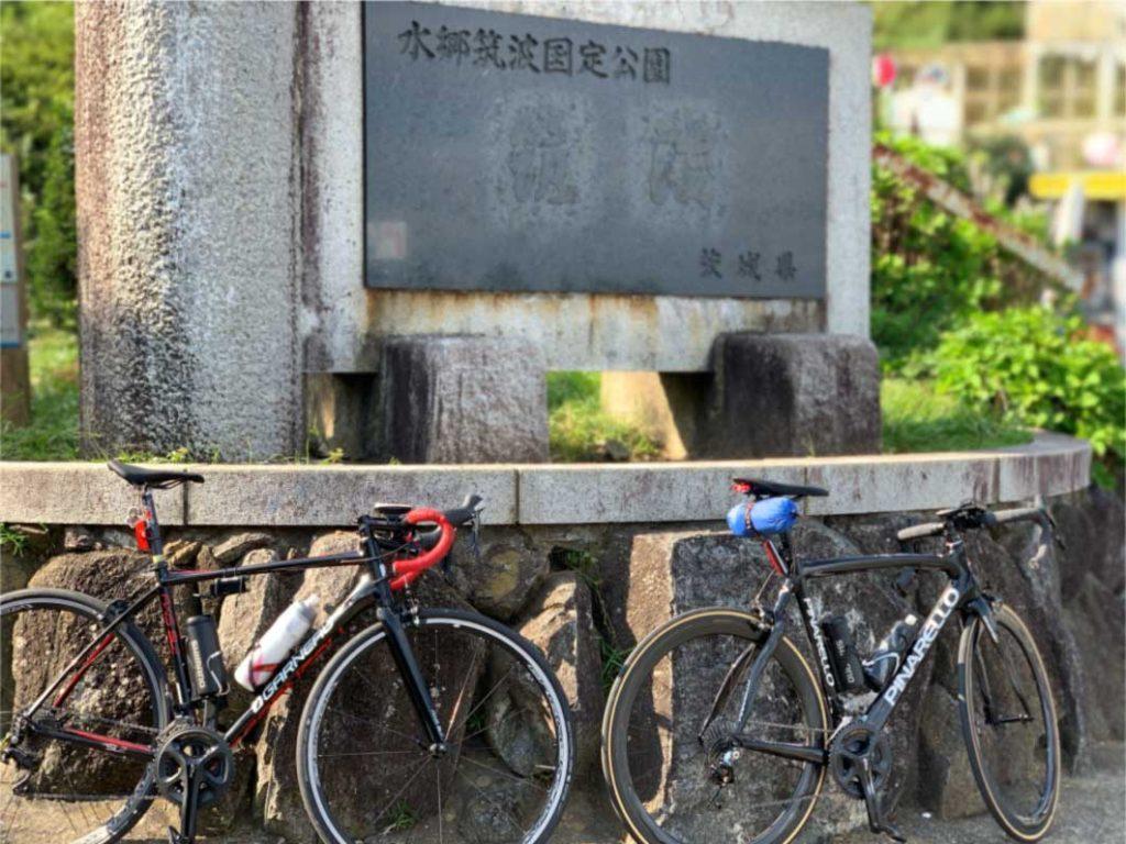 山頂付近の「つつじヶ丘駐車場」no 筑波山の石碑