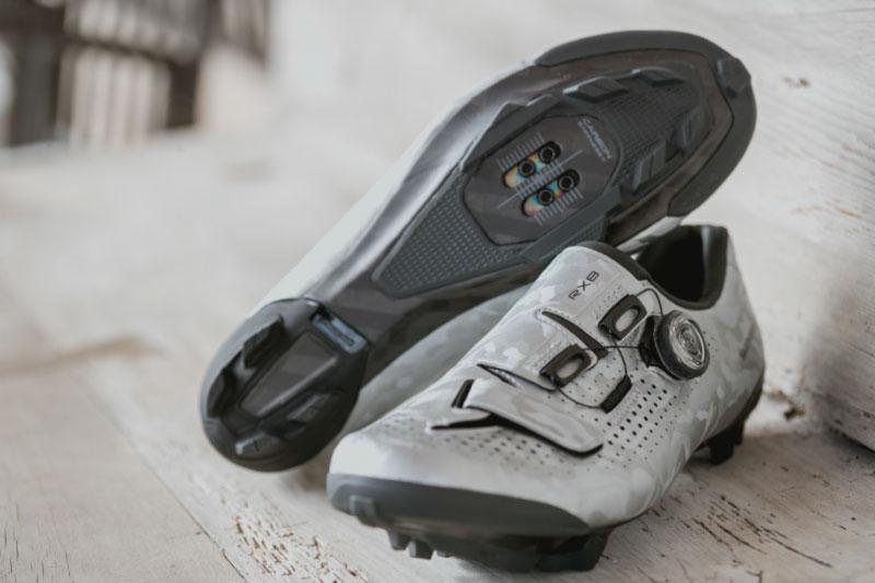 シマノの新しいグラベル用サイクリングビンディングシューズ「RX8」