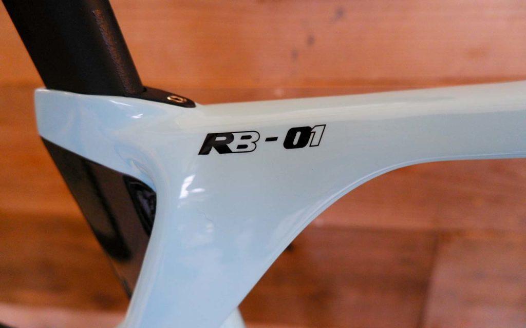 RB-01のモデル名表示は非常に簡潔