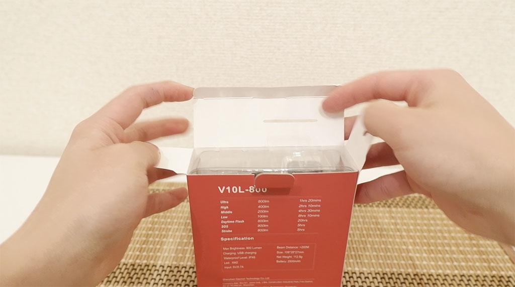 V10L-800の梱包を開けていきます。