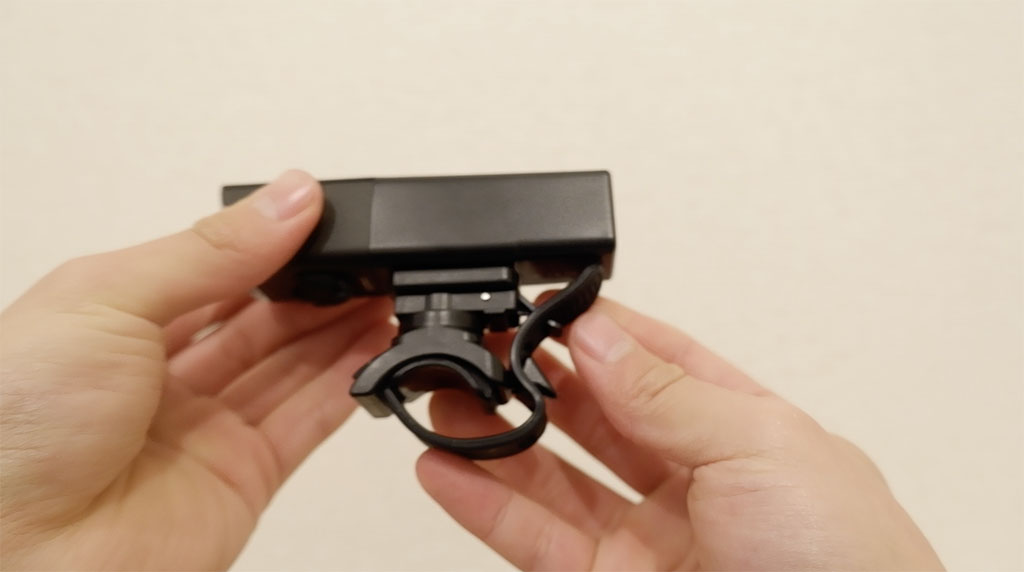 V10L-800にはラバー式のブラケット[H07L]が付属します。