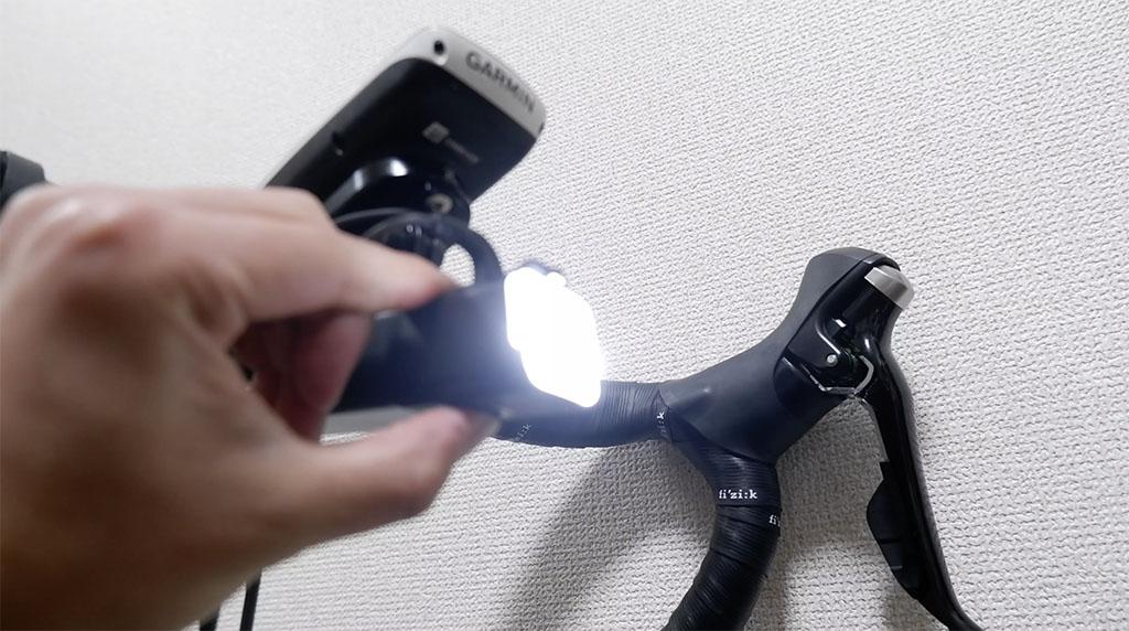 有線リモコンを接続している時、本体側のボタンでも操作できます。